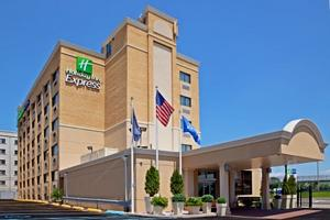Holiday Inn Express LAGUARDIA AIRPORT property photo