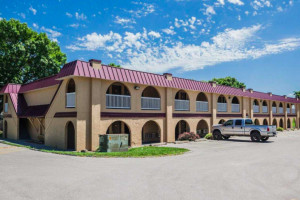 Econo Lodge Urbandale property photo
