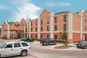Comfort Inn & Suites Near Medical Center property information