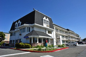 Motel 6 Oakland Airport property information