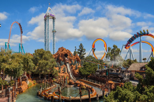 Stay & Play with Snoopy at Knott's Berry Farm