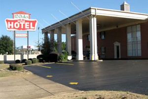 12 Oaks Motor Hotel Photo Gallery