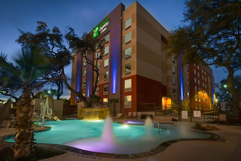 Holiday Inn Express & Suites San Antonio Medical – Six Flags